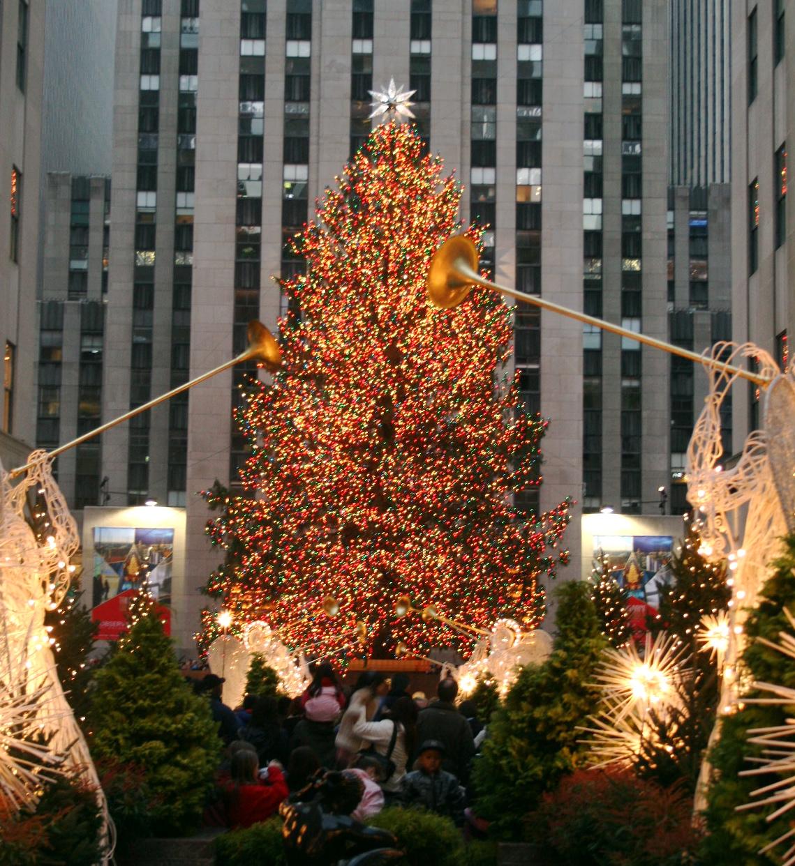 Christmas tree at Rockefeller Plaza, New York, 2006. Photographer: Alsandro